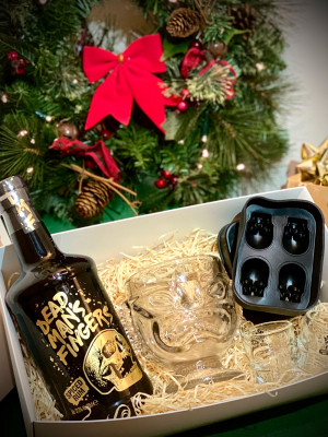 Gift Box - Dead Man's Fingers Spiced Rum, 2 Skull Shot Glasses, 1 Tiki Head Glass, 1 Skull Ice Cube Tray